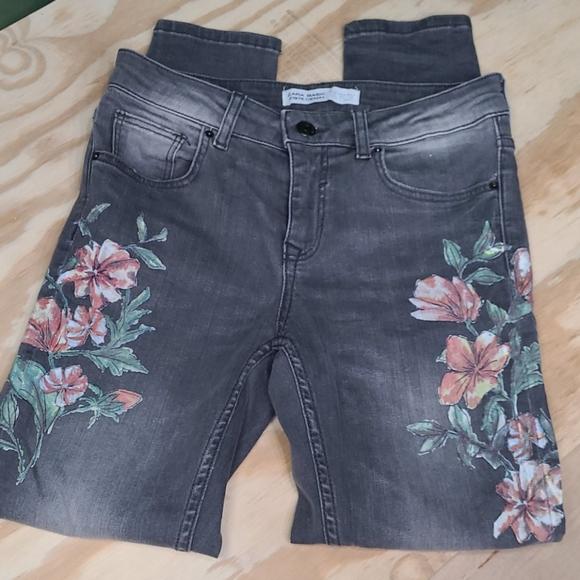 ZARA sz04 floral gray skinny jeans gently used